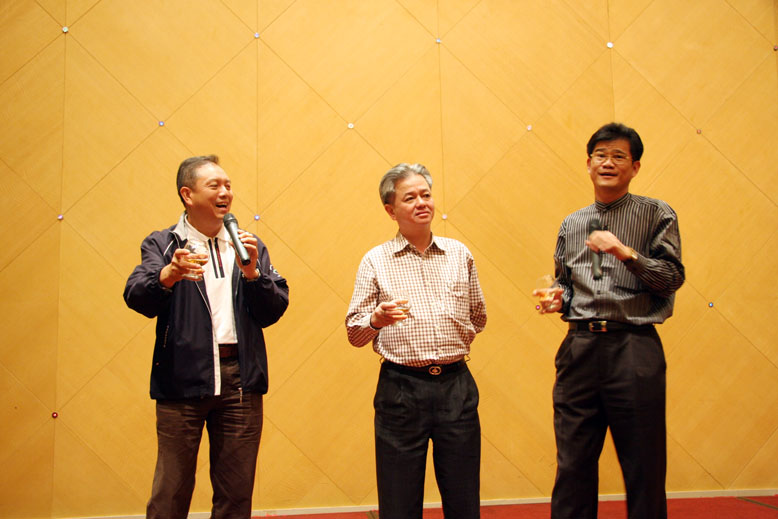 中国 中山/三位领导出席当晚的元宵晚宴,感谢员工对慈善公益的支持